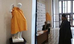"""สถาบันศิลปะรัสเซีย คลุมผ้ารูปปั้นเปลือย หวั่นกระทบจิตใจ """"บาทหลวง"""" ที่มาเยี่ยม"""