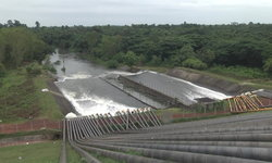 """""""เขื่อนน้ำอูน"""" ระบายน้ำเต็มกำลัง 9 ล้าน ลบ.ม.ต่อวัน หลังปริมาณน้ำยังทรงตัว 109 เปอร์เซ็นต์"""