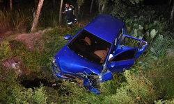 อุบัติเหตุสลด-สาวเบญจเพสขับเก๋งกลับบ้านฝ่าความมืด เสียหลักหมุนเคว้งตกร่องน้ำข้างทาง