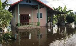 หนองคายน้ำลดต่อเนื่อง แต่ระดับยังสูง โรงเรียนต้องปิดเรียน ชาวบ้านโดยรอบเดือดร้อน
