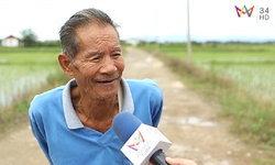 """พ่ออุ๊ยวัย 73 ยอมน้ำท่วมนา หวัง """"ทีมหมูป่า"""" รอด เผย """"ห่วงจนนอนไม่หลับ"""" ทั้งที่ไม่รู้จักกัน"""
