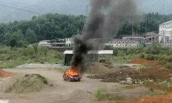 ชายทะเลาะกับเมีย โมโห-คิดไม่ตก จุดไฟเผาตัวเองตายในรถ