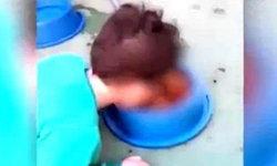 แม่หัวเราะชอบใจ ให้ลูกชายก้มกินอาหารหมา โดนวิจารณ์เละ