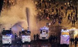 ตำรวจฉีดแก๊สน้ำตาสลายแฟนลูกหนังฝรั่งเศส ฉลองแชมป์บอลโลกสุดคลั่ง