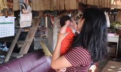 สาวเดือดร้อนหนัก ลาออกมาเลี้ยงหลานป่วยโรคปอดติดเชื้อ จวกแม่เด็กกลับไปติดยา-มีผัวใหม่