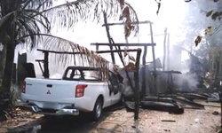 เพลิงไหม้บ้านไม้-รถยนต์วอดสิ้น เจ้าของบ้านกลับมาเห็นเข่าทรุด คาดไฟฟ้าลัดวงจร