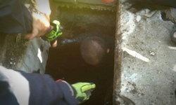 เปิดใจลุงติดท่อระบายน้ำข้ามคืน เห็นคนกวักมือเรียก ชาวบ้านลืออาจเป็นผี
