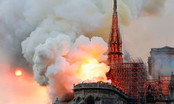 ด่วน! ไฟไหม้วิหารน็อทร์-ดาม กรุงปารีส เสียหายรุนแรงมาก