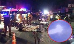 กล้องวงจรปิดเผยนาทีรถจักรยานยนต์พุ่งชนกัน ตายคาที่ 3 ศพ (มีคลิป)