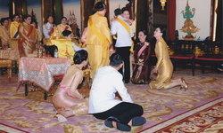 ปลื้มปีติ! ในหลวงทรงสวมกอดทูลกระหม่อมฯ พระราชินีทรงก้มกราบพระบรมวงศ์