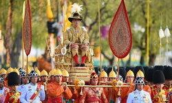 """พระราชพิธีบรมราชาภิเษก: ในหลวงเสด็จฯ เลียบพระนคร """"พระบรมราชินี-เจ้าฟ้าพัชรกิติยาภาฯ"""" ร่วมริ้วขบวน"""