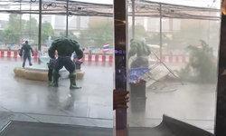 """แห่แชร์คลิป """"The Hulk"""" สุดแข็งแกร่ง ยืนหนึ่งท้าพายุฝนเมืองไทย"""