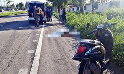 รถตู้ซิ่งเลนขวา ชนมอเตอร์ไซค์ หญิงวัย 48 ปี ตายคาที่