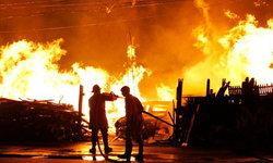วอดวายไปกับกองเพลิง ไฟไหม้ปริศนาร้านไม้เก่า เสียหายกว่า 5 ล้านบาท
