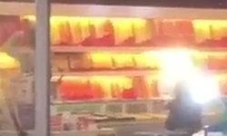 เปิดคลิปโจรบุกปล้นร้านทองกลางห้างดัง กวาดทองรูปพรรณน้ำหนักกว่า 100 บาท