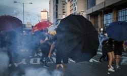ตำรวจฮ่องกงใช้แก๊สน้ำตา-กระสุนยางสกัดผู้ประท้วง บุกสำนักงานประสานงานปักกิ่ง