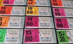 สำรวจแผงหวยก่อนโค้งสุดท้าย เลขเด็ด-เลขดังเกลี้ยงแผง ใบละ 100 ยังขายดีไม่เหลือ