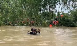 สลด เรือตั้งใจไปช่วยเพื่อนบ้านน้ำท่วมล่ม รอด 4 ดับ 1
