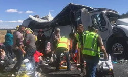 ทัวร์จีนเที่ยวแกรนด์แคนยอน รถพลิกคว่ำตลบ ตาย 4 ศพ บาดเจ็บเพียบ