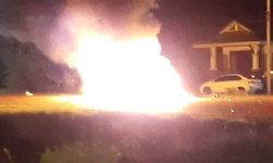กระบะชนวินาศ 9 คันรวด รถจอดริมถนนร่วมงานศพไฟลุกท่วม สาหัส 3 ราย