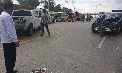ชนสนั่นเขาค้อ เก๋งพุ่งชนท้ายรถกระบะกำลังยูเทิร์น บาดเจ็บ 11 ราย