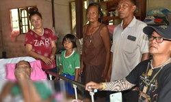 สุดรันทด เด็กหญิงวัย 7 ขวบ ดูแลพ่อถูกรถชนจนพิการ แม่รับไม่ได้หอบน้องชายหนี