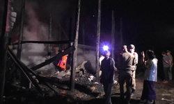 สลด ปลั๊กเครื่องซักผ้าเกิดไฟช็อต เพลิงลุกเผาทั้งบ้าน-ครอกแม่เฒ่าศพดำเป็นตอตะโก
