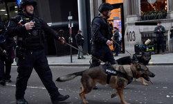 """เกิดเหตุไล่แทงคนกลาง """"ลอนดอนบริดจ์"""" เจ็บหลายราย ตำรวจยิงหยุดคนร้ายได้แล้ว"""