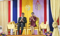 """ในหลวง-ราชินี เสด็จฯ เยาวราชเปิดงาน """"ใต้ร่มพระบารมี สดุดีมหาจักรีวงศ์"""""""