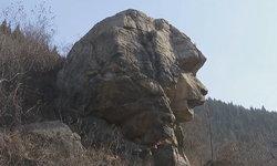 """ฮือฮา! จีนพบหินคล้าย """"มหาสฟิงซ์"""" คาดเก่าแก่กว่า 2 พันล้านปี (มีคลิป)"""