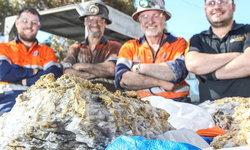 ฮือฮา! คนงานเหมืองออสเตรเลีย ขุดพบทองคำฝังหินก้อนใหญ่ มูลค่าหลายพันล้าน