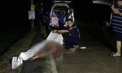 หนุ่มวัย 31 ขับมอเตอร์ไซค์เสียหลักตกข้างทางดับคาที่ รถพังยับทั้งคัน