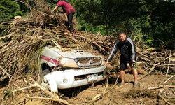 """""""มังคุด"""" ทำพิษ พัด """"สะพานบ้านโพซอ"""" ขาด 5 หมู่บ้านสัญจรไม่ได้-รถตำรวจถูกซัดพังเละ"""