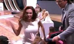 """ดารารัสเซีย """"ตบหน้า"""" ผู้ชม พัวะ! หลังวิจารณ์เด็กดาวน์ซินโดรม ว่าสังคมไม่ต้องการ"""