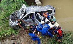 รถครอบครัวตกสะพานจมน้ำดับ 3 ศพ ญาติขับตามมาช่วยทันเพียงชีวิตเดียว