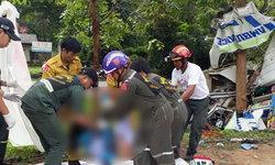 สลด! รถพยาบาลเสียหลักชนต้นไม้ พยาบาลดับ 2 ศพ โชเฟอร์ขาขาด