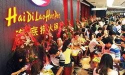 """""""ไหตี่เลา"""" ร้านหม้อไฟชื่อดังเมืองจีนเข้าตลาดหุ้น เจ้าของขึ้นแท่นร่ำรวยที่สุดในวงการอาหาร"""