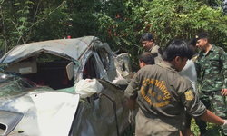 คนขับกระบะหลับใน พารถเสียหลักพุ่งลงข้างทาง เสียชีวิตคาที่ 1 บาดเจ็บ 4 ราย