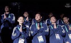 """คลิปประทับใจ ทีมหมูป่าไหว้ขอบคุณ ในพิธีเปิด """"โอลิมปิกเยาวชน 2018"""" ที่อาร์เจนติน่า"""