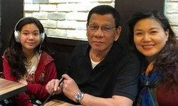 """ฮือฮากันทั้งเมือง """"ดูแตร์เต"""" ผู้นำฟิลิปปินส์ มาเดินเล่นกับลูกเมียที่ฮ่องกง"""