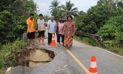 ชาวบ้านผวา! พื้นถนนทรุดน้ำกัดเซาะเป็นหลุม เร่งหน่วยงานภาครัฐเข้าแก้ก่อนเกิดอุบัติเหตุ