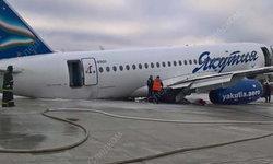 รัสเซียระทึก! เครื่องบินไถลออกนอกรันเวย์ ผู้โดยสารอพยพทางสไลด์ฉุกเฉิน