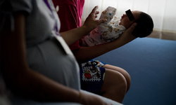 ศธ.ประกาศให้ นร.ตั้งท้อง มีสิทธิ์ลาคลอดเลี้ยงบุตรได้ ไม่ถูกไล่ออกจากสถาบัน