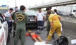 รถเก๋งผงะ! วิ่งผ่านสะพานกลับรถ จู่ๆ ร่างมนุษย์ร่วงลงมา ชนซ้ำเสียชีวิต