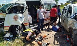 รถตู้ชนประสานงารถกระบะ ผู้โดยสารบาดเจ็บระนาว