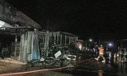 เจ้าของร้านคอตก-เพลิงไหม้ร้านค้าตลาดเก่า 6 คูหา สินค้าวอดเกลี้ยง เสียหายนับล้าน (คลิป)
