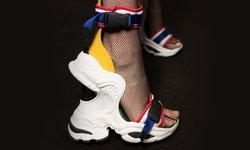 """กระทรวงต่างประเทศจี้ """"นิตยสารโว้ก"""" แจงรองเท้าลายคล้ายธงชาติ ชี้ไม่เหมาะสม"""