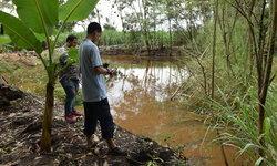 ลุงตู่ช่วยด้วย! ชาวบ้านโอด โรงงานปล่อยน้ำเสียลงลำน้ำหมู่บ้าน ปลาตายเกลื่อน-ส่งกลิ่นเหม็น