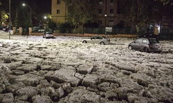 พายุลูกเห็บถล่มกรุงโรม ก้อนน้ำแข็งท่วมมิดถนน!