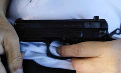 สรรพากรวัย 59 นอนเปลยิงตัวตายบนที่นา น้องสาว-เพื่อนร่วมงานไม่รู้สาเหตุ